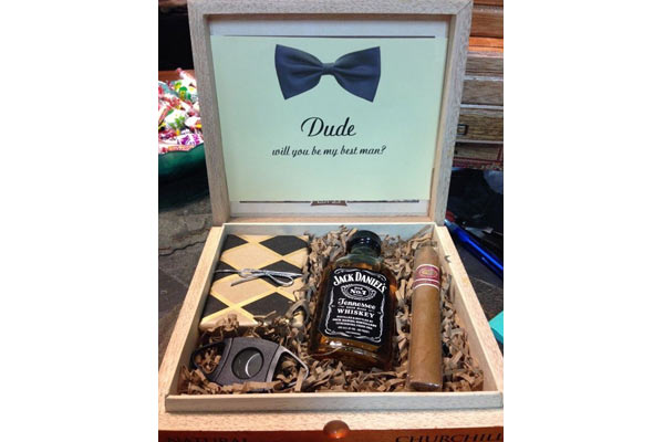 13 handpicked groomsmen gifts that he won t throw away